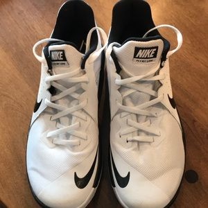 Men's Nike Fly by low basketball shoe